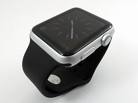 Apple Watch Sport シルバーアルミニウムケースとブラックスポーツバンド