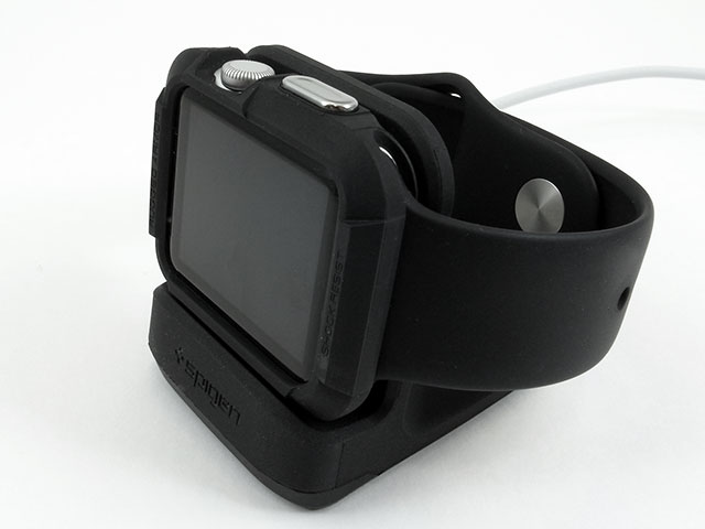 ケースを装着したApple Watchを載せたところ