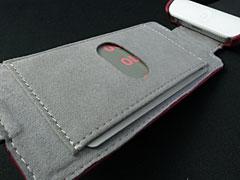 カードを収納できるiPhoneケース