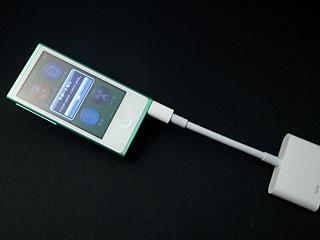 第7世代iPod nanoとLightning Digital AVアダプタ