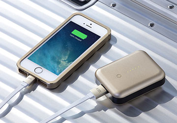 Just Mobile AluCable Flat Lightningケーブル (1.2m)