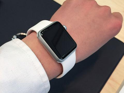 Apple Watchの試着シーン