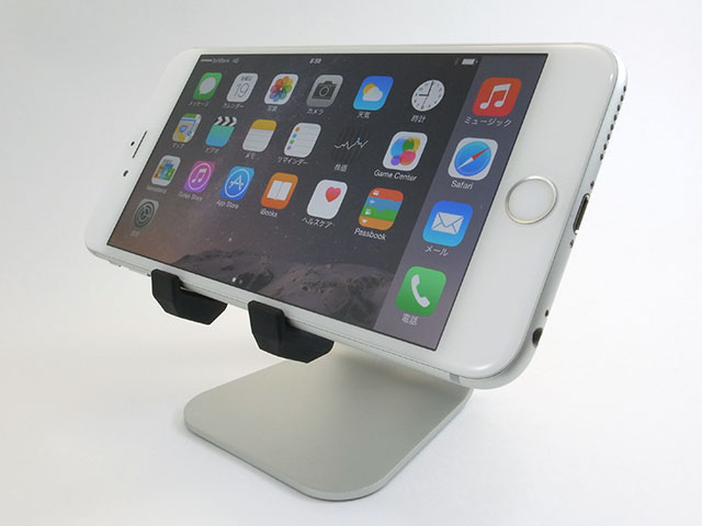 iPhone 6 Plusを横向きに置いたところ