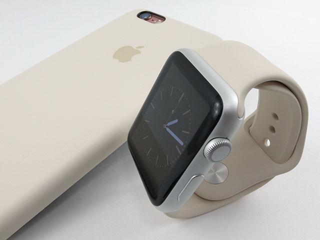 アンティークホワイトのiPhone 6sシリコーンケースとApple Watchスポーツバンド