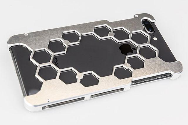 ワイエスデザイン iPhone 8 Plus用プロテクターケース