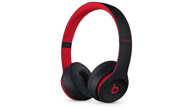 Beats Solo3 Wirelessオンイヤーヘッドフォン - The Beats Decade Collection - レジスタンス・ブラックレッド