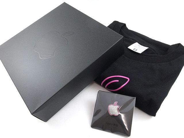 Apple新宿オープン記念Tシャツ&ピンバッジ