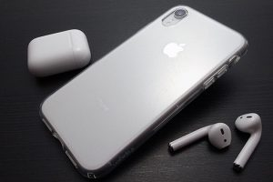 Spigen リキッド・クリスタル for iPhone XR