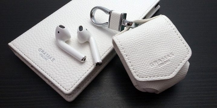 "GRAMAS COLORS ""EURO Passione"" PU Leather Case for AirPods"