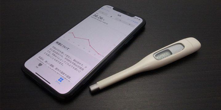 iPhoneと体温計の写真