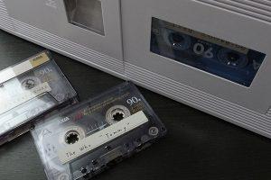 カセットテープとラジカセ