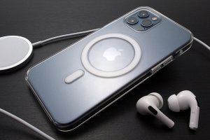 Apple純正 MagSafe対応iPhone 12 & iPhone 12 Proクリアケース