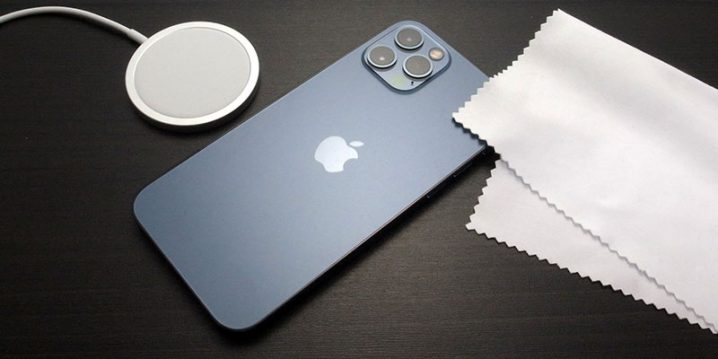 iPhone 12 ProとMagSafe充電器