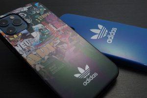 iPhone 12/12 Pro用 adidas Originals Snap Case