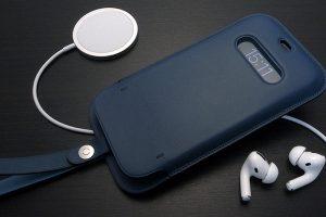 MagSafe対応iPhone 12 & iPhone 12 Proレザースリーブ