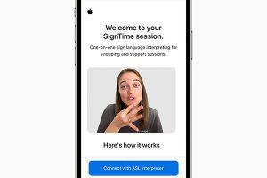 SignTimeでiPhoneに表示された、手話通訳士の姿