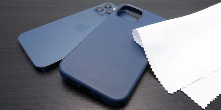 iPhone用レザーケースとクリーニングクロス